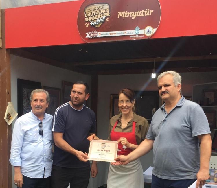 Koçal Kartepe'de Ebru Sanatını Tanıttı