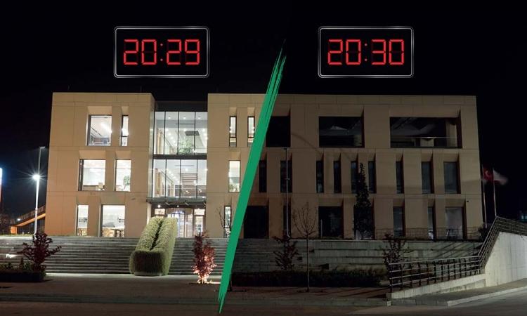 """Aksa Akrilik """"Sürdürülebilir Bir Gelecek"""" İçin Bir Saat Işıklarını Kapattı"""