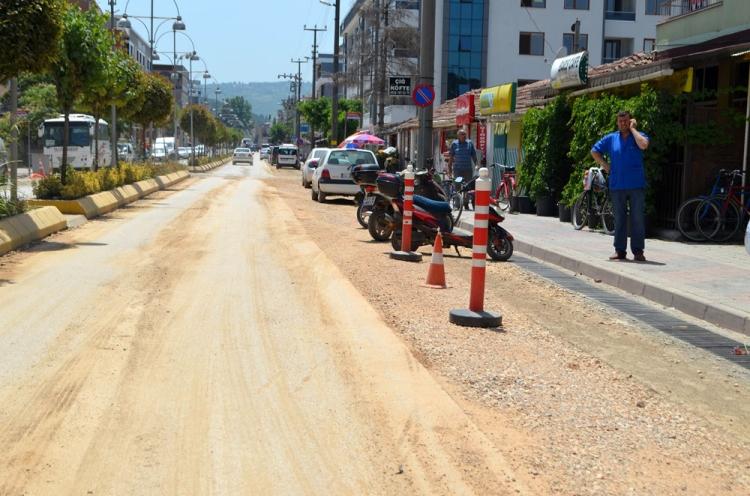 Altınova'da Altyapı Çalışmaları Devam Ediyor