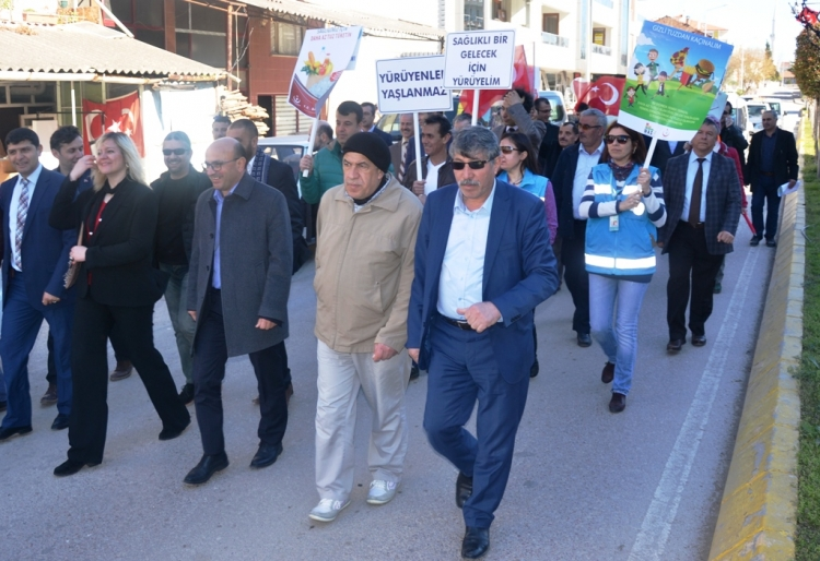 Altınova'da Yaşlılar İçin Yürüdüler