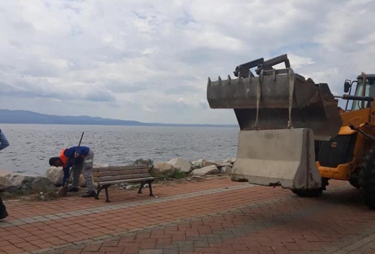 Armutlu'da Sahil Düzenlemesi Başladı