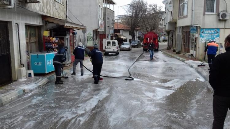 Armutlu'da Sokaklar İlaçlı Sularla Yıkandı