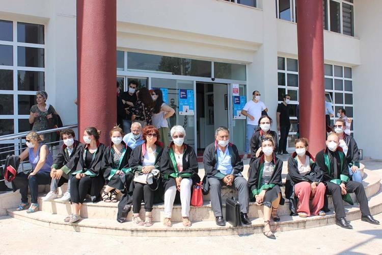Avukatlar Cübbe Giyip Oturma Eylemi Yaptı