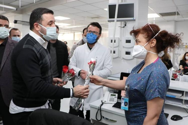 Bağatar Ve Tutuk'tan Sağlık Çalışanlarına Çiçek
