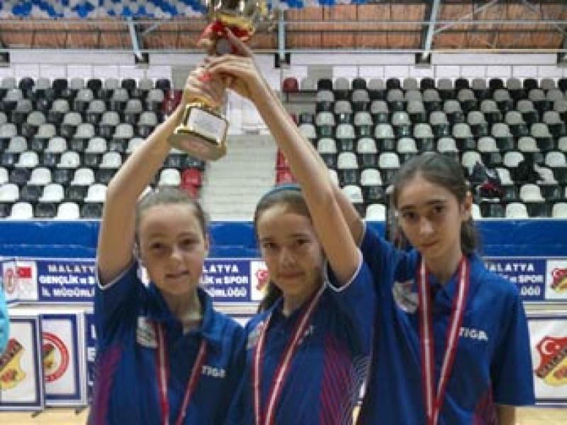 Bahçeşehir Koleji'nin Raketleri Türkiye Şampiyonu Oldu