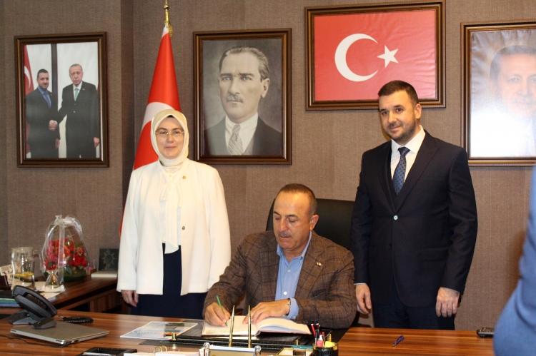Çavuşoğlu Ak Parti İl Binasını Ziyaret Etti