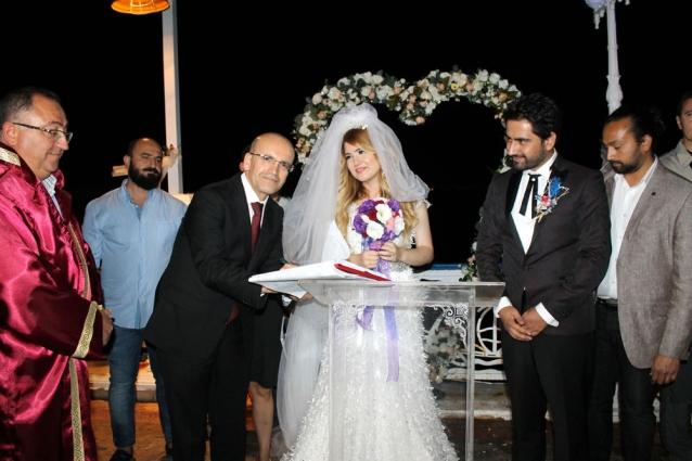 Başbakan Yardımcısı Mehmet Şimşek Yeğeninin Düğününe Katıldı