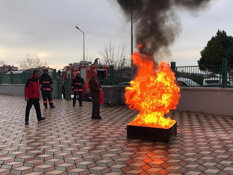 Belediye Personeline Deprem Ve Yangın Eğitimi