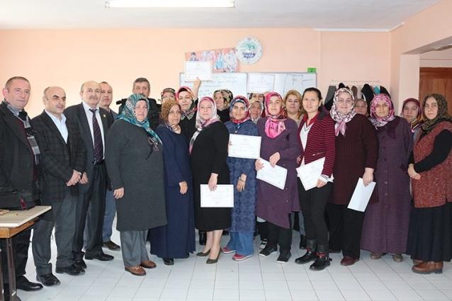 Dikiş-Nakış Kursiyerleri Belge Aldı