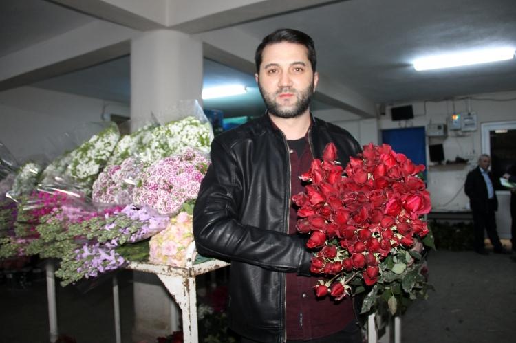 Çiçek Mezatında Sevgililer Günü Yoğunluğu