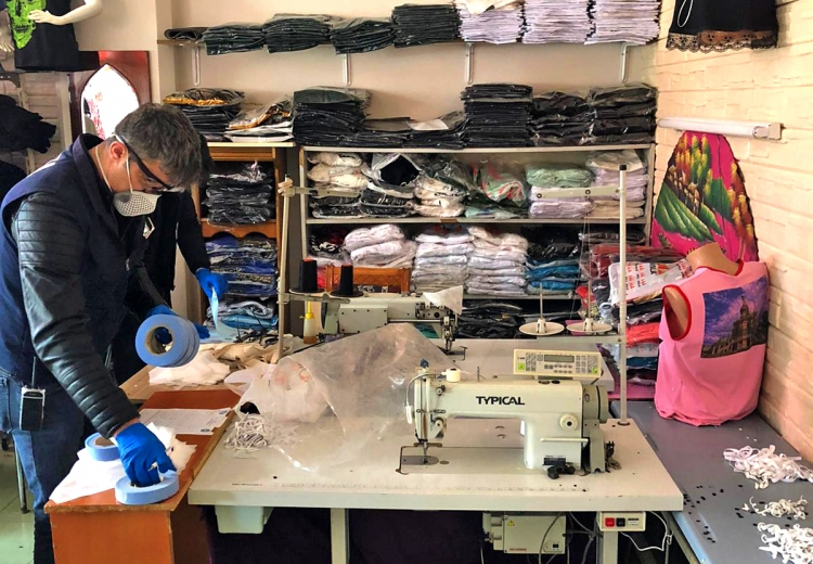 Çiftlikköy'de Kaçak Maske Üretimine Suçüstü
