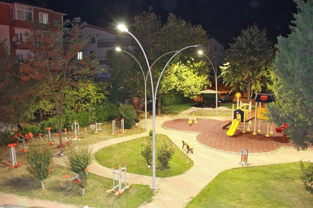 Çiftlikköy'de Yeni Nesil Park Aydınlatmaları Tamamlanıyor