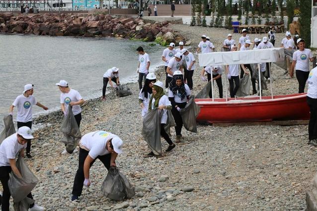 """""""Çınarcık Temizlik Gönüllüleri"""" Sahili Temizlediler"""