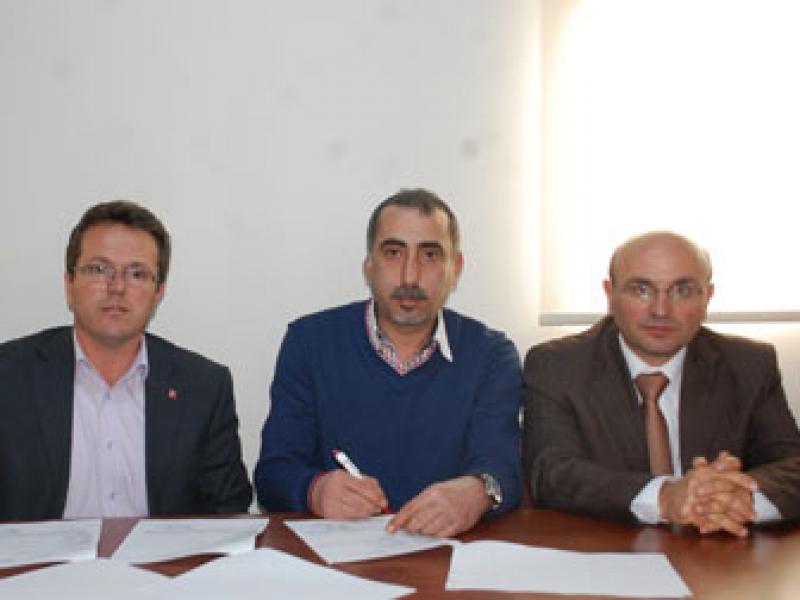 Çobanoğlu Altınova ile imzaladı