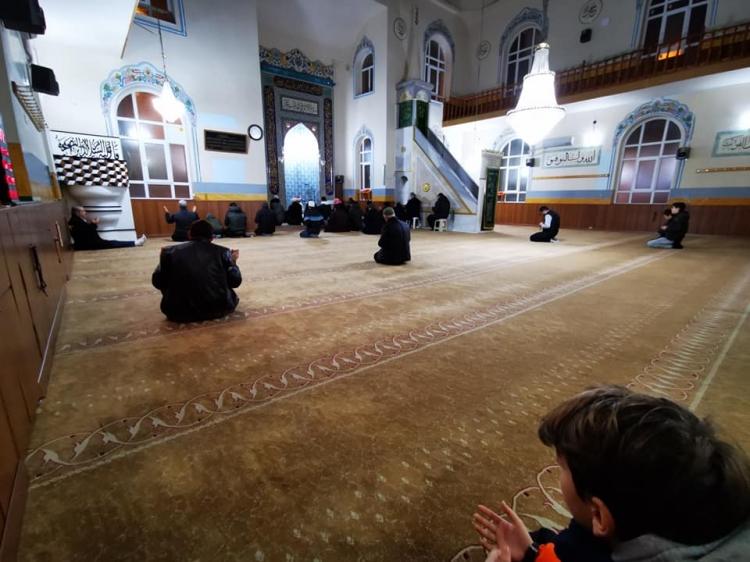Çocuklar Camiye Koşuyor, Namazla Buluşuyor