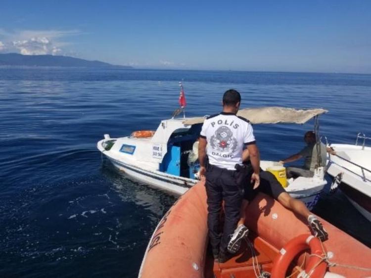 Deniz Polisi Denize Düşen 2 Kişiyi Kurtardı