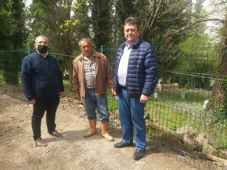 Denizçalı Ve Dereköy Mezarlıkları Yenileniyor