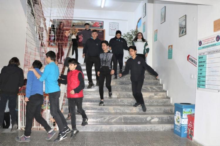 Deprem Tatbikatı Aslını Aratmadı