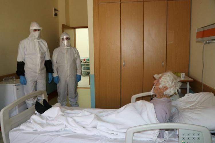 Eray, Korona Virüs'e Yakalanan Hastaları Ziyaret Etti