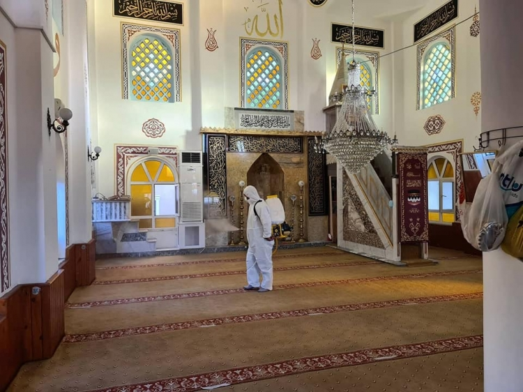 Esenköy'de Camiler İlaçlanıyor