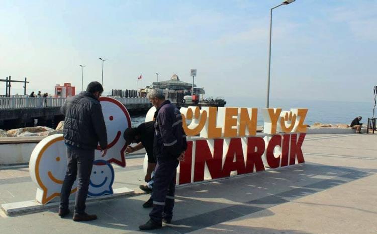 """""""Gülen Yüz Çınarcık"""" Tabelası Söküldü"""