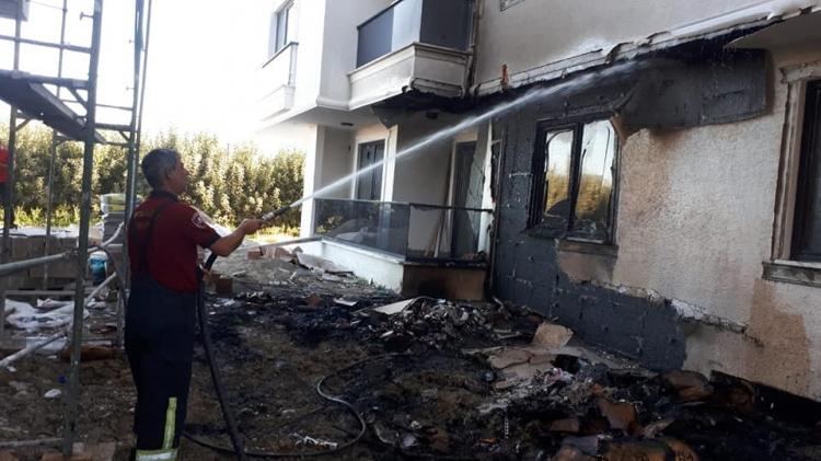 İnşaat Malzemelerinden Çıkan Yangın  Binayı Yakıyordu