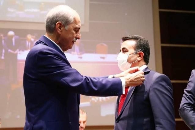 Kaçar'a Ak Parti Rozeti Takıldı