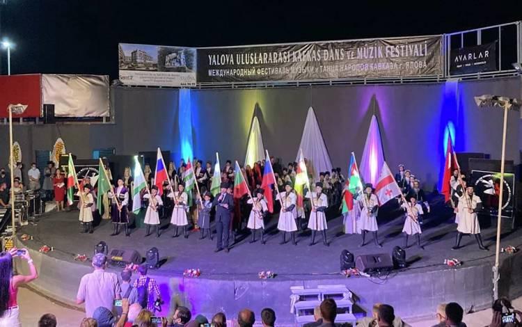 Kafkas Festivalinden Muhteşem Gala