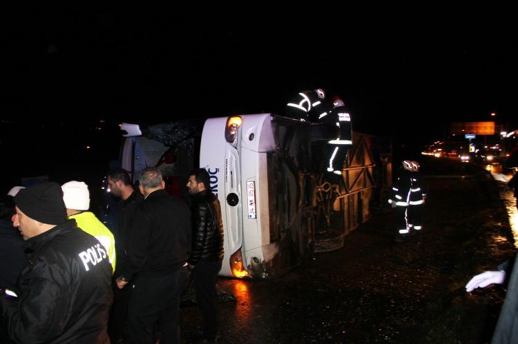 Yalova'da Otobüs Devrildi: 11 Yaralı