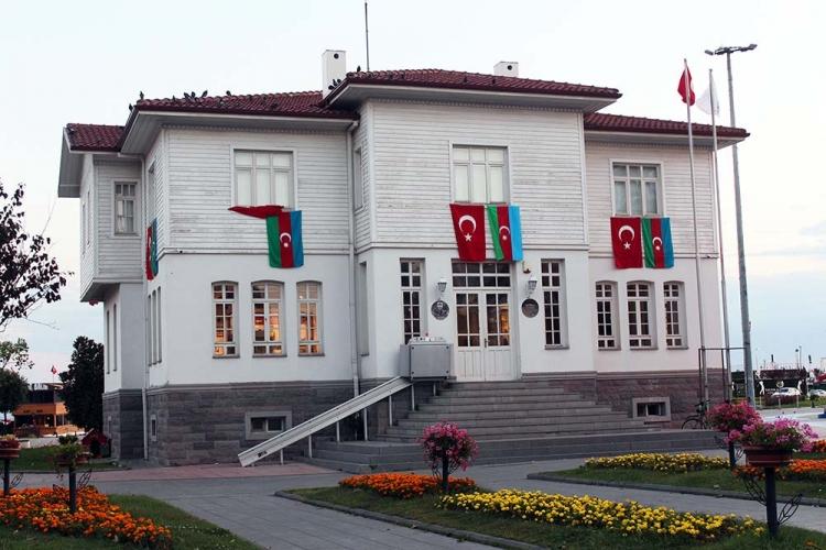 Kent Müzesi Türk Ve Azerbaycan Bayrakları İle Donatıldı
