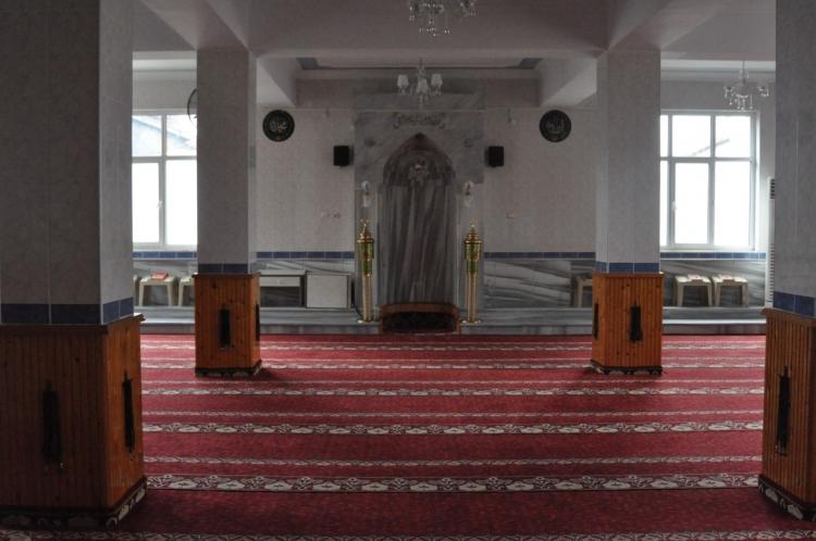 Kıblesi Ters Caminin İmamı da Ayrıldı