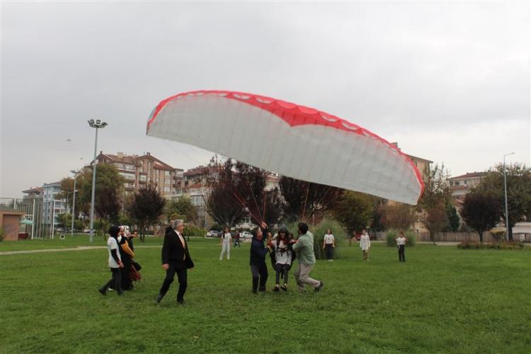 Kız Çocukları Mutluluktan Havalara Uçtu