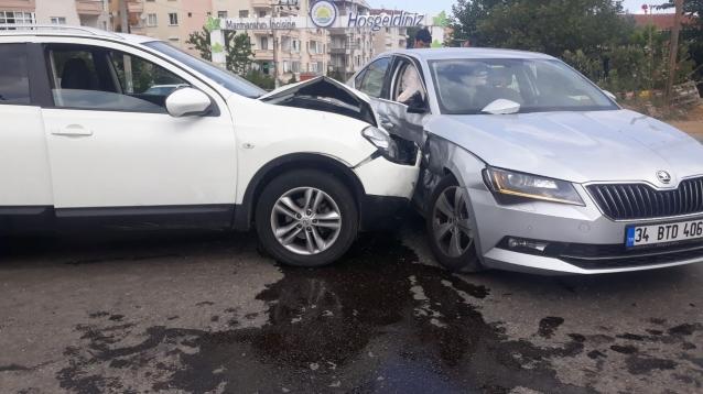 Kontrolden Çıkan Araçlar Çarpıştı: 1 Yaralı