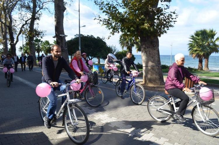 Meme Kanserine Bisikletleri İle Dikkat Çektiler