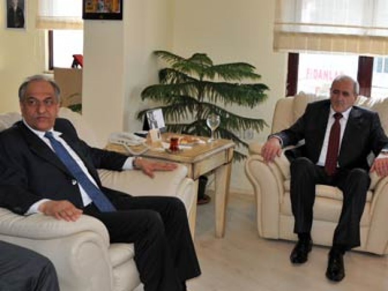 Moldova İstanbul Başkonsolosu Veaceslav Filip YTSO'yu Ziyaret Etti
