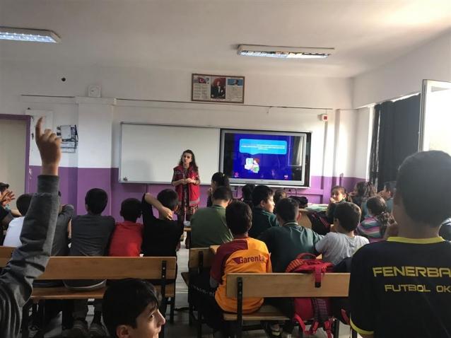 """Öğrencilere """"Bilinçli Medya Kullanımı"""" Eğitimi"""