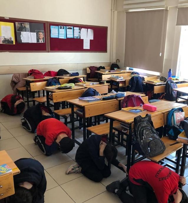 Okullarda Afet Eğitimleri Sürüyor