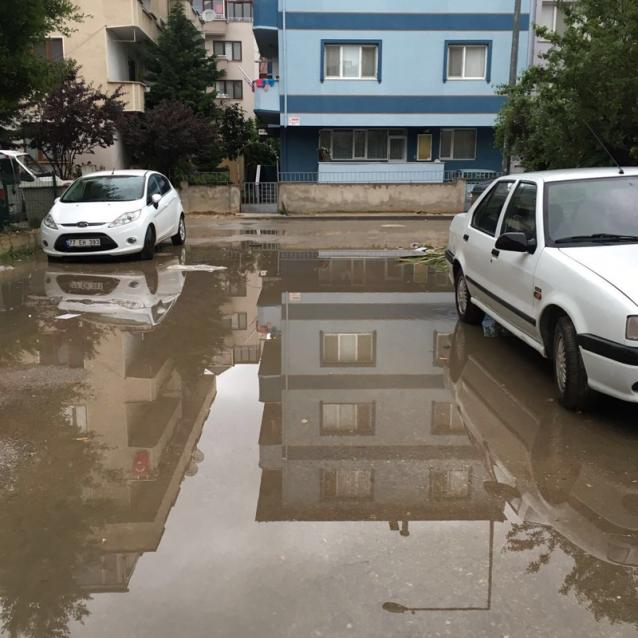 Öncü Sokak Yağmur Sonrası Göl Oldu