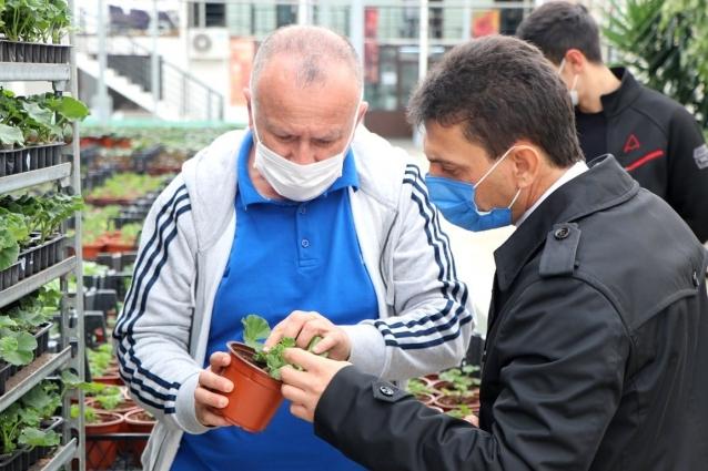 Parıldar Çiçek Üreticilerini Ziyaret Etti