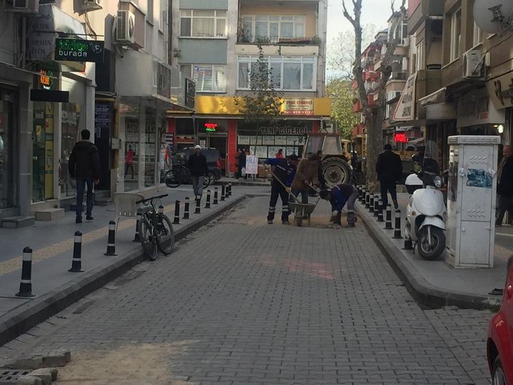 Parke Taşlı Sokaklara Anında Müdahale