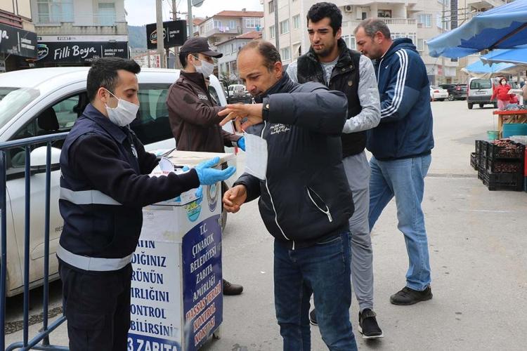 Pazar Yerine Giren Vatandaşlara Ücretsiz Maske