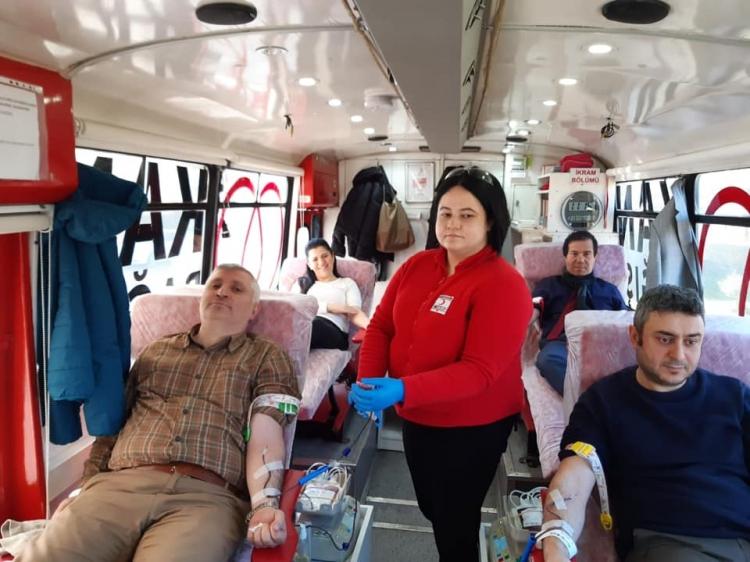 Sağlık Personellerinden Kan Bağışı