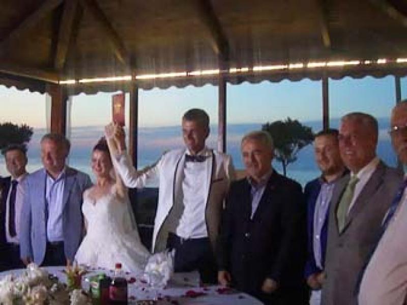 Siyasiler Buluşturan Düğün