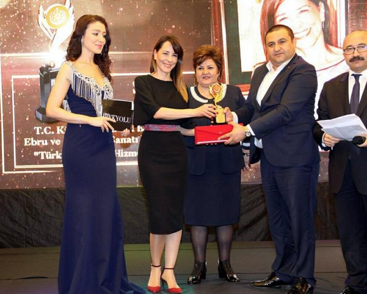 """Suna Koçal'a, """"Türk Kültürüne Hizmet"""" Ödülü"""