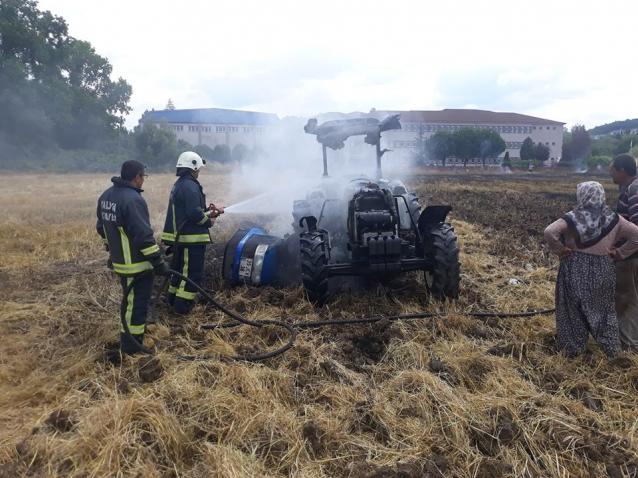 Tarlayı Sürerken Traktör Ateş Aldı