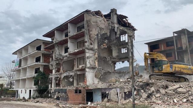 Taşköprü'de Metruk Binalar Yıkılıyor