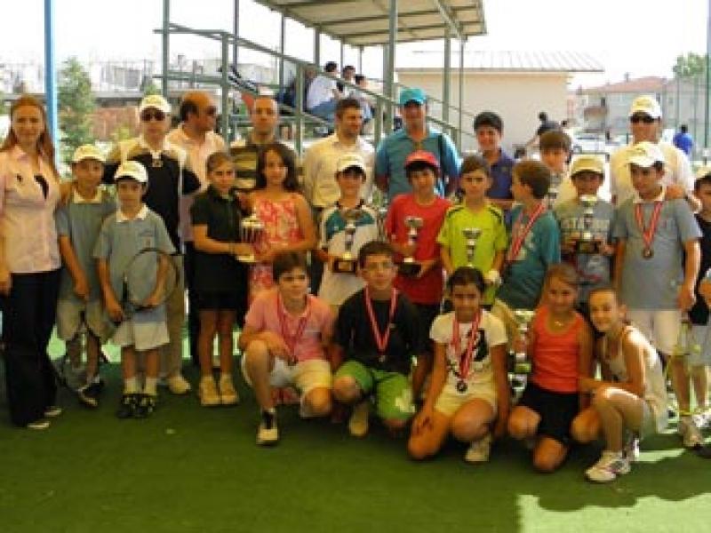 Teniste Yalova'nın Gururu Oldular