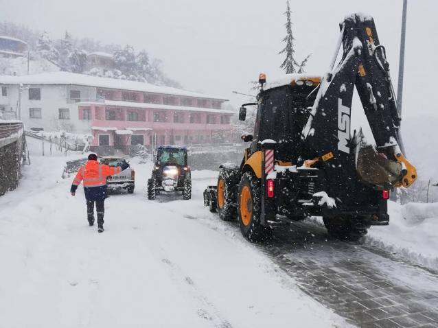 Termal'de Karla Mücadele Sürüyor