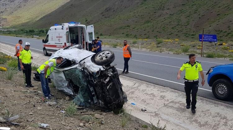 Yalova'da Trafik Kazası: 2 Ölü, 3 Yaralı