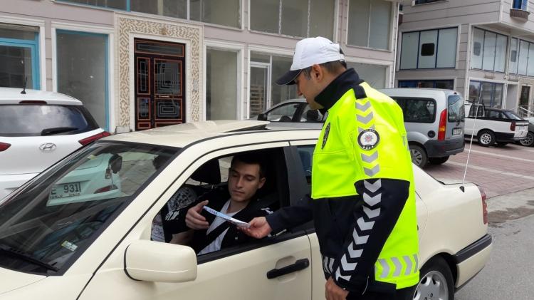Trafik Polisleri Broşür Dağıttı